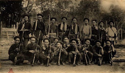 Hùm thiêng nước Việt cứ ra trận xông lên đầu, nghĩa quân đã bắn là ít khi chệch - Ảnh 6.