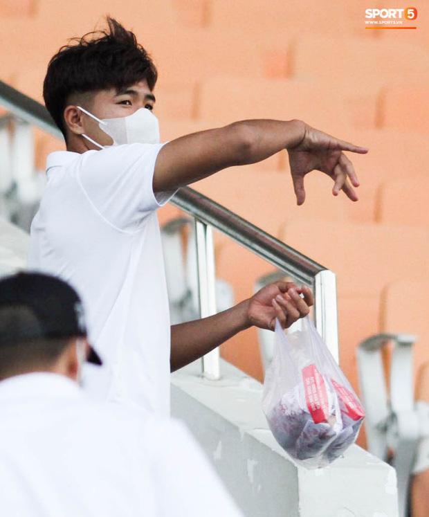 HLV trưởng tiết lộ sốc về bệnh của Hà Đức Chinh: Hiện tại chơi bóng sẽ nguy hiểm tính mạng, phải rất lâu nữa mới trở lại sân cỏ - Ảnh 4.
