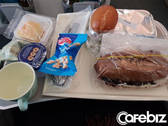 Câu chuyện của hành khách trên chuyến bay cuối cùng rời khỏi châu Âu: Từ đáy lòng, xin chân thành cảm ơn Tổ quốc đã dang tay cứu nạn! - Ảnh 3.