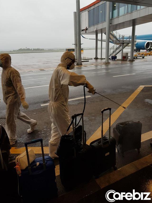 Câu chuyện của hành khách trên chuyến bay cuối cùng rời khỏi châu Âu: Từ đáy lòng, xin chân thành cảm ơn Tổ quốc đã dang tay cứu nạn! - Ảnh 5.