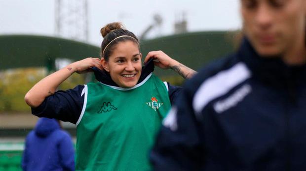 Nữ cầu thủ Ana Romero và niềm mong mỏi được ra tiền tuyến để góp sức chống dịch Covid-19: Tôi có thể làm bất kể công việc gì, ở bất kỳ nơi đâu - Ảnh 1.