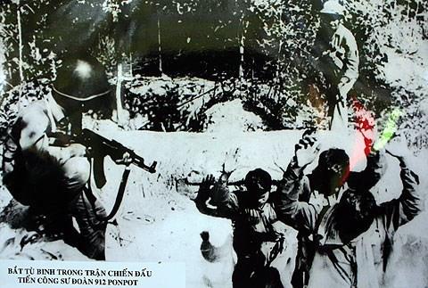 Chiến trường K: Quân tình nguyện Việt Nam chiến đấu với dơi quỷ và những bóng ma Khmer Đỏ - Ảnh 4.