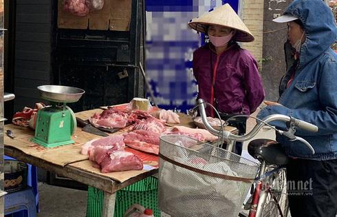 Quyết không giảm giá thịt lợn, ăn lãi đậm giữa thời lo toan dịch bệnh - Ảnh 1.