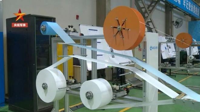 Trung Quốc áp dụng công nghệ chế tạo máy bay phản lực để sản xuất khẩu trang - Ảnh 4.