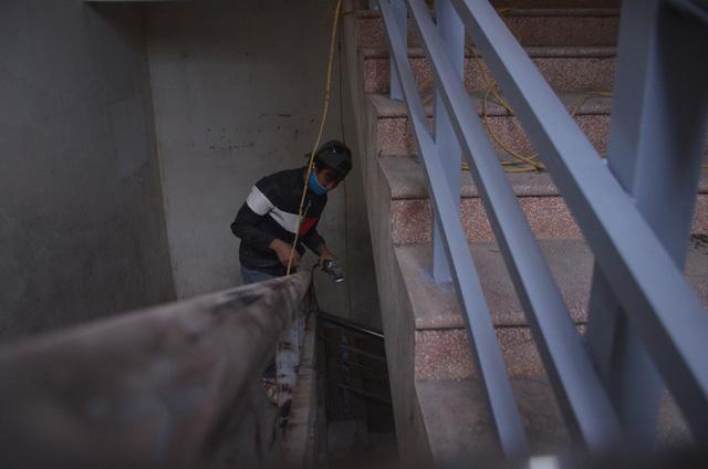 Chùm ảnh: Cận cảnh quá trình biến bệnh viện bỏ hoang ở Hà Nội thành khu cách ly dành cho 200 người - Ảnh 6.