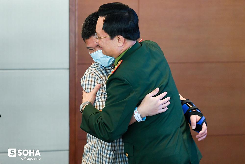 Đòn cân não phía sau ca mổ ở Việt Nam đi vào lịch sử y học thế giới - Ảnh 23.