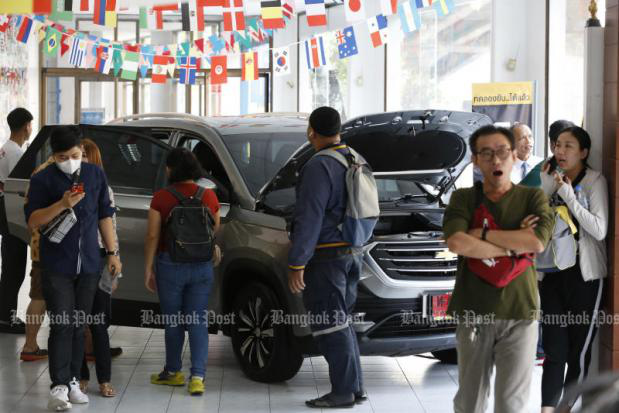 Chevrolet bán tháo xe rẻ còn 50%: Người đổ xô đi mua, người đòi kiện, Chính phủ khuyên đừng ham rẻ mà vội xuống tiền - Ảnh 2.