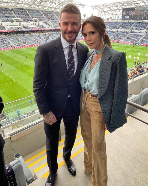 Chủ tịch Beckham diện vest, dẫn gia đình cùng con dâu tương lai đi xem trận đấu đầu tiên của Inter Miami - Ảnh 1.