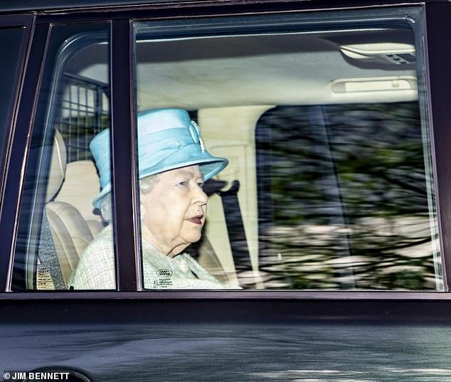 Nữ hoàng Anh xuất hiện kém sắc sau thông tin không được gặp chắt Archie, gây phẫn nộ hơn là hành động mới nhất của vợ chồng Meghan Markle - Ảnh 2.