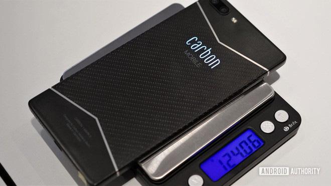 Đây là chiếc smartphone được làm bằng sợi carbon đầu tiên trên thế giới - Ảnh 3.