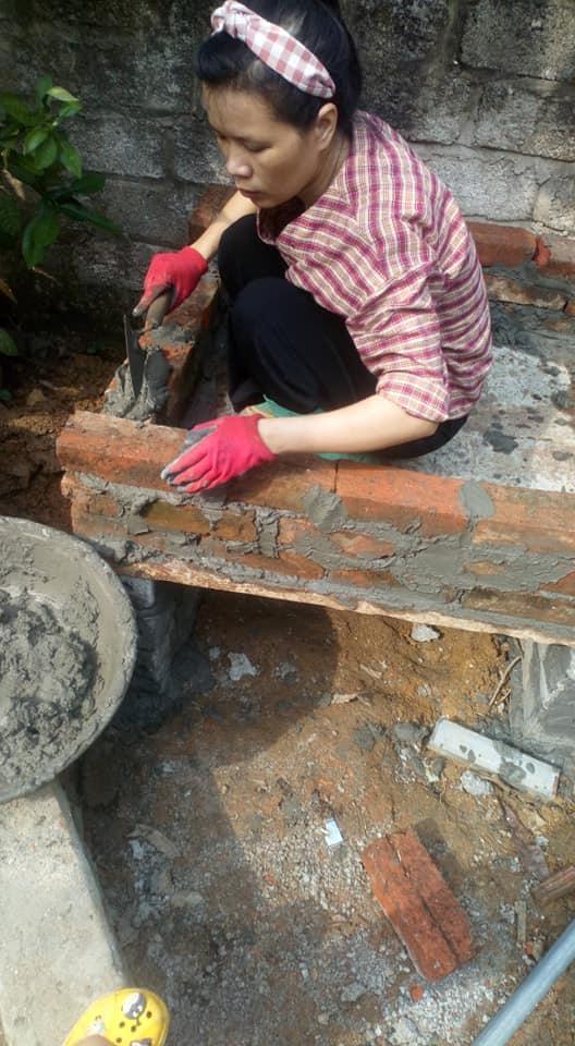 Nghỉ dạy học để tránh dịch cô giáo mầm non tự tay chế tạo lò nướng bằng đất và gạch, nhìn thành quả ai nấy đều trầm trồ - ảnh 2