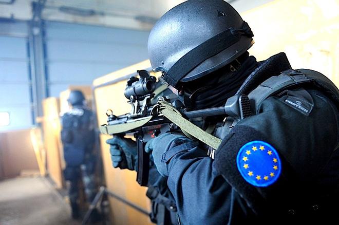 Có một thị trường vũ khí chợ đen giữa châu Âu - ảnh 2