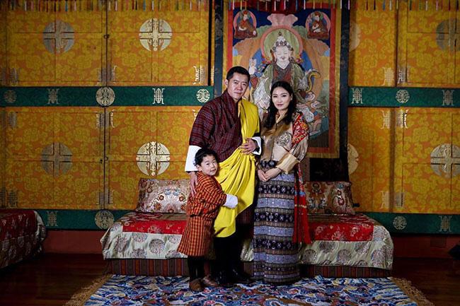 Hoàng hậu Bhutan hạ sinh em bé thứ hai, giới tính của đứa trẻ gây bất ngờ và thông điệp ý nghĩa của hoàng gia - Ảnh 2.
