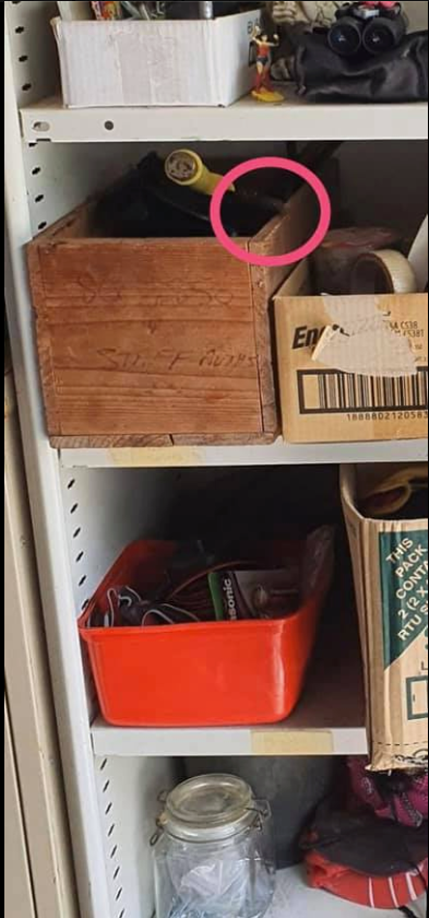 Người đàn ông đăng ảnh chiếc tủ 1001 thứ đồ lên mạng rồi hỏi bé Na nấp ở đâu, cư dân mạng tìm mỏi mắt rồi vẫn phải bó tay - Ảnh 4.