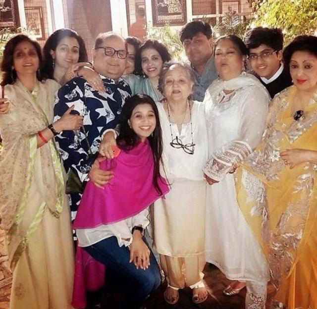 Nữ ca sĩ Ấn Độ bị chỉ trích vì nhiễm Covid-19 vẫn tổ chức tiệc tùng sang chảnh, tiếp xúc với 400 người - Ảnh 2.