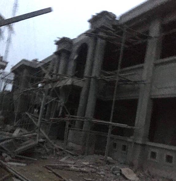 Sập mái tầng 2 ở Trụ sở UBND xã, 1 người bị đè tử vong - Ảnh 1.