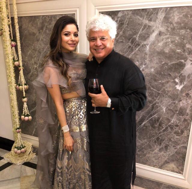 Nữ ca sĩ Ấn Độ bị chỉ trích vì nhiễm Covid-19 vẫn tổ chức tiệc tùng sang chảnh, tiếp xúc với 400 người - Ảnh 5.