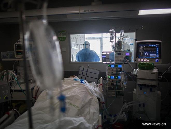 [Ảnh] Hoàn thành sứ mệnh lịch sử, đội ngũ bác sĩ chi viện bùi ngùi rời Vũ Hán - Ảnh 12.
