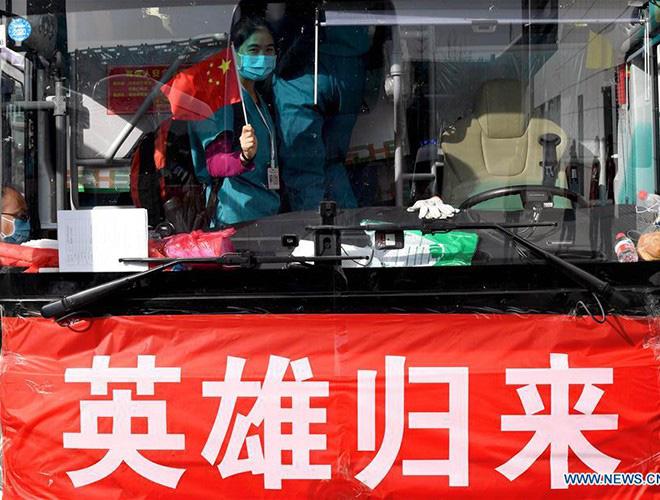 [Ảnh] Hoàn thành sứ mệnh lịch sử, đội ngũ bác sĩ chi viện bùi ngùi rời Vũ Hán - Ảnh 16.