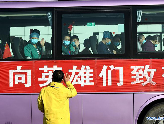 [Ảnh] Hoàn thành sứ mệnh lịch sử, đội ngũ bác sĩ chi viện bùi ngùi rời Vũ Hán - Ảnh 18.