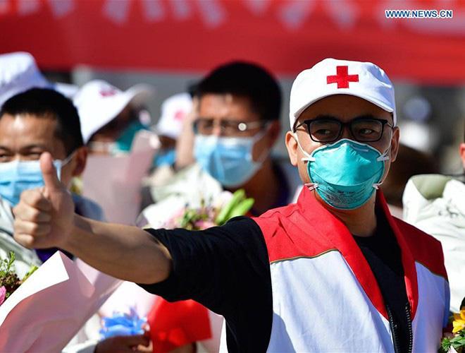 [Ảnh] Hoàn thành sứ mệnh lịch sử, đội ngũ bác sĩ chi viện bùi ngùi rời Vũ Hán - Ảnh 19.