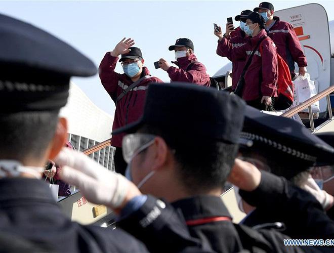[Ảnh] Hoàn thành sứ mệnh lịch sử, đội ngũ bác sĩ chi viện bùi ngùi rời Vũ Hán - Ảnh 20.