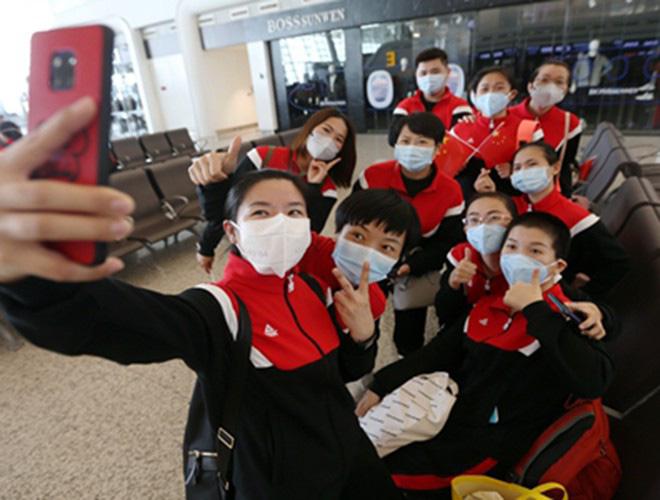 [Ảnh] Hoàn thành sứ mệnh lịch sử, đội ngũ bác sĩ chi viện bùi ngùi rời Vũ Hán - Ảnh 21.