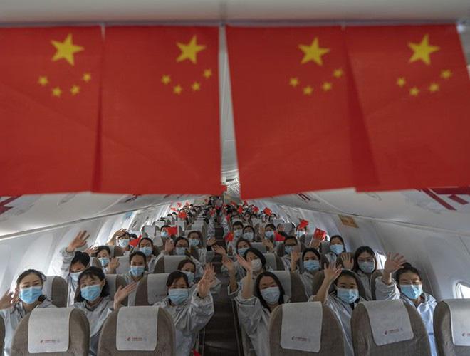 [Ảnh] Hoàn thành sứ mệnh lịch sử, đội ngũ bác sĩ chi viện bùi ngùi rời Vũ Hán - Ảnh 10.