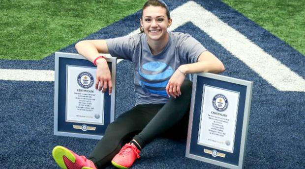 Nữ cầu thủ sở hữu 2 kỷ lục Guinness: Tâng giấy vệ sinh đẳng cấp thế này, các đồng nghiệp nam cũng phải chạy mất dép - Ảnh 2.