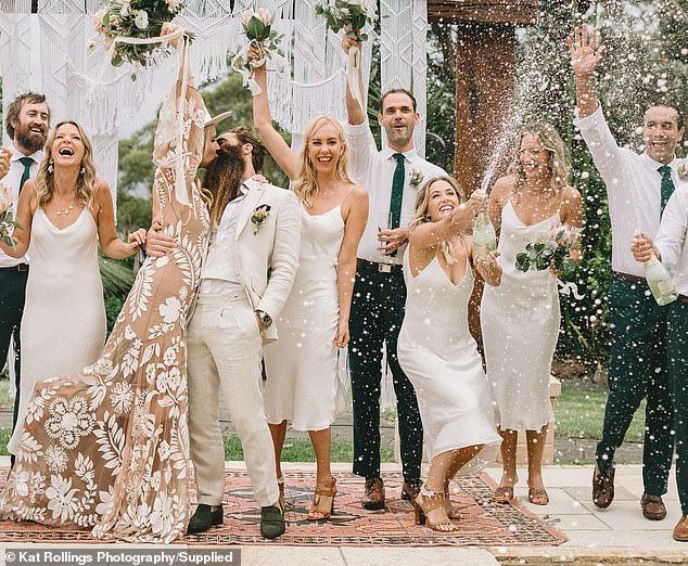 Bất chấp Covid-19, cặp đôi vẫn tổ chức đám cưới với 140 khách mời, nào ngờ khiến 31 người dương tính với virus SARS-CoV-2 - Ảnh 2.