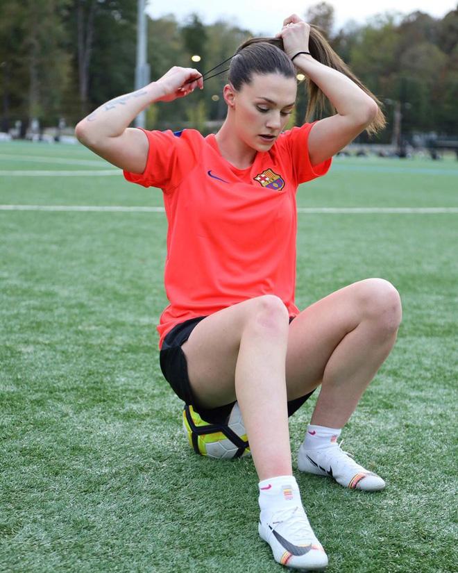 Nữ cầu thủ sở hữu 2 kỷ lục Guinness: Tâng giấy vệ sinh đẳng cấp thế này, các đồng nghiệp nam cũng phải chạy mất dép - Ảnh 4.