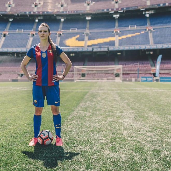 Nữ cầu thủ sở hữu 2 kỷ lục Guinness: Tâng giấy vệ sinh đẳng cấp thế này, các đồng nghiệp nam cũng phải chạy mất dép - Ảnh 5.