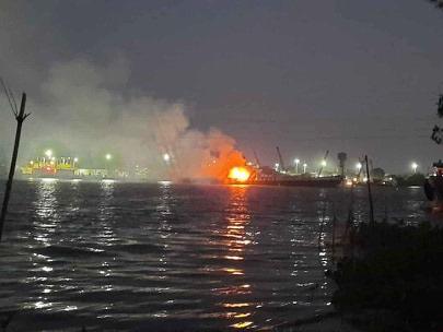 Nổ tàu chở xăng, 2 người chết, 1 người mất tích trên sông Đồng Nai - Ảnh 1.