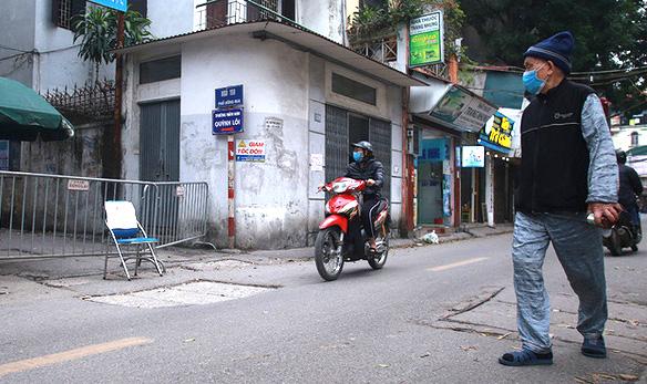 Gỡ bỏ thông tin sai sự thật về dịch Covid-19 tại phố Hồng Mai - Ảnh 1.