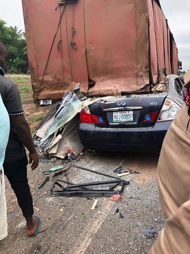 Đi du lịch khi giải hoãn vì Covid-19, sao Nigeria bất ngờ thiệt mạng sau tai nạn thảm khốc - Ảnh 1.