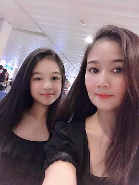 Cặp mẹ con khiến ai nhìn cũng thích vì quá xinh, profile của cô con gái rất khủng nhưng sự nghiêm khắc của người mẹ lại càng được chú ý - ảnh 1