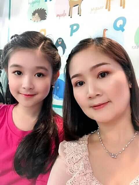 Cặp mẹ con khiến ai nhìn cũng thích vì quá xinh, profile của cô con gái rất khủng nhưng sự nghiêm khắc của người mẹ lại càng được chú ý - ảnh 2
