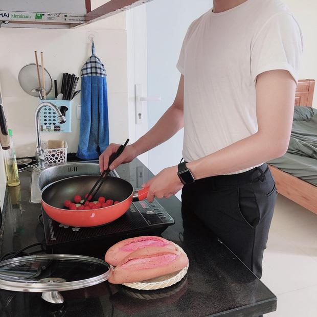 Học nấu ăn sau khi bị bồ đá, thành quả của chàng trai giấu mặt khiến hội chị em rần rần nhận vơ làm chồng - Ảnh 1.
