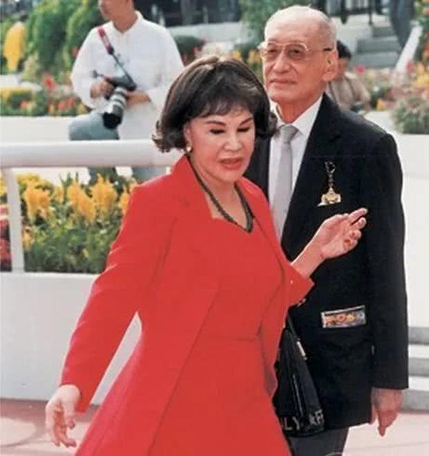 Thảm họa thẩm mỹ Hong Kong Hoàng Hạ Huệ: Cả đời chiêu trò, dao kéo níu kéo đại gia và cái kết bất ngờ tuổi xế chiều - Ảnh 6.