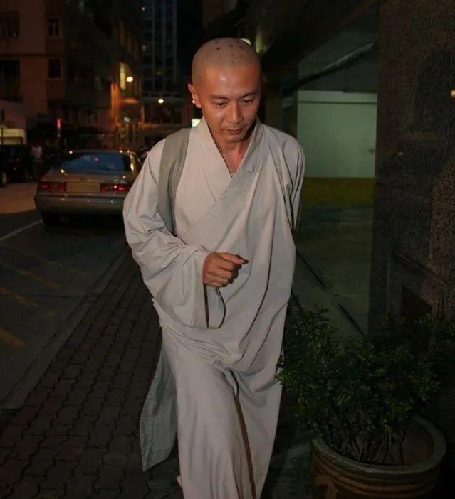 Tài tử Tiếu Ngạo Giang Hồ: Thiếu gia khét tiếng ăn chơi, ném cả chục tỷ đánh bạc, bất ngờ tỉnh ngộ đi tu - Ảnh 7.
