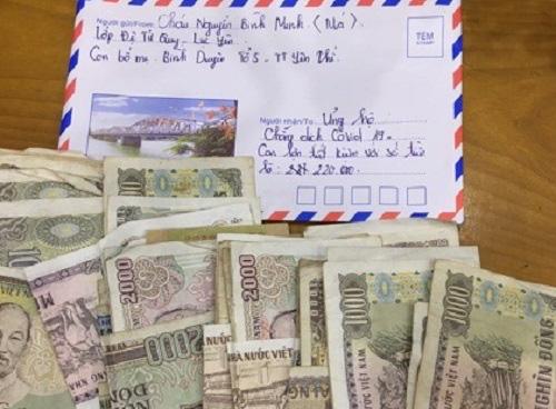 Cậu bé 8 tuổi đập lợn tiết kiệm lấy 220.000 đồng đội mưa đi ủng hộ chống dịch Covid-19 - Ảnh 2.