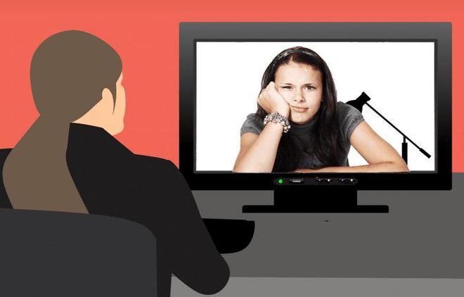 Phản cảm với chiêu trò trốn học, né họp online trên Zoom bằng cách dùng ảnh, video tự quay bản thân đang ra vẻ chăm chú lắng nghe - Ảnh 1.