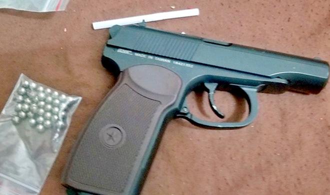 Bắt nhóm 9x mua bán ma túy ở Nha Trang, thu giữ 1 khẩu súng - Ảnh 1.