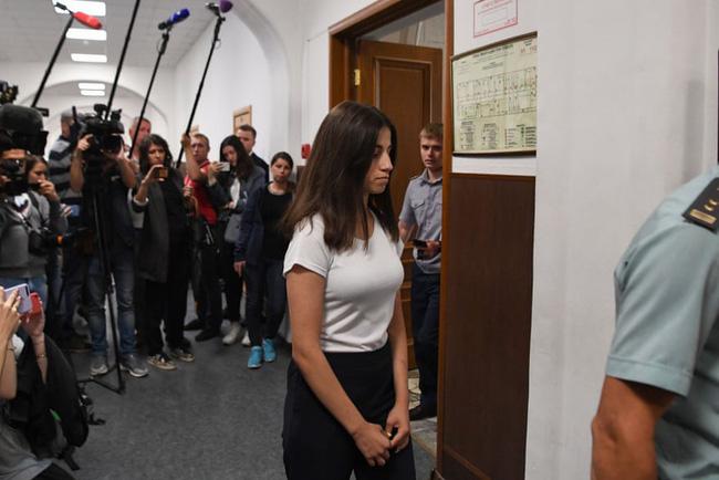 Vụ án 3 con gái giết cha đẻ rúng động nước Nga: Bị bạo hành, cưỡng bức nhiều năm nhưng nói không ai tin, chọn cách giết người để được giải thoát - Ảnh 3.