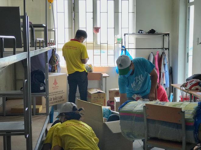 Người trẻ thầm lặng dọn sạch hàng nghìn căn phòng ngập bụi cho du học sinh về cách ly tại KTX ĐHQG - ảnh 3