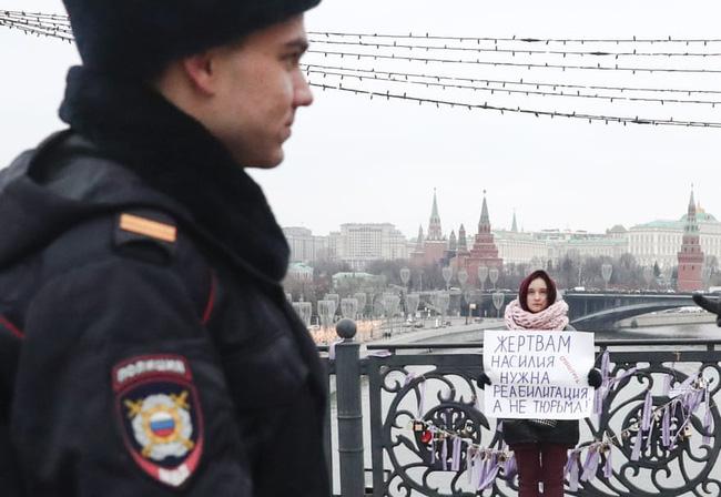 Vụ án 3 con gái giết cha đẻ rúng động nước Nga: Bị bạo hành, cưỡng bức nhiều năm nhưng nói không ai tin, chọn cách giết người để được giải thoát - Ảnh 6.