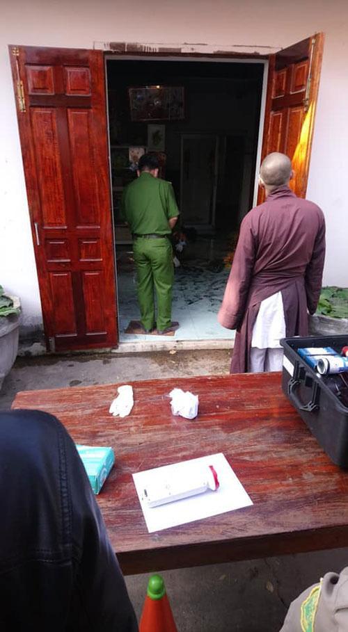 Vụ 2 người bị sát hại trong chùa Quảng Ân ở Bình Thuận: Tìm thấy tang vật hung thủ vứt dưới cống nước - Ảnh 1.