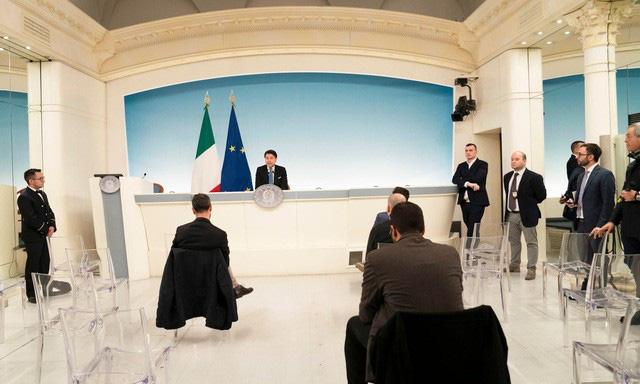 Tổng thống Trump và các nhà lãnh đạo thế giới: Ai là người tuân thủ quy định giữ khoảng cách giao tiếp nhất? - Ảnh 1.