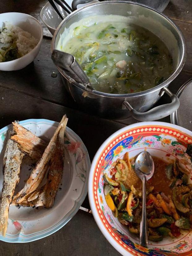 """Ở nhà mùa dịch, H'hen Niê """"tham vọng"""" trở thành food blogger: giới thiệu loạt đặc sản dân dã, có cả những món khiến nhiều người """"sợ xanh mặt"""" - Ảnh 4."""