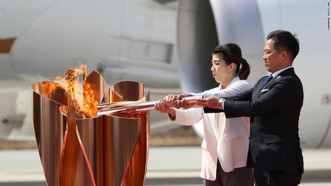 Olympic Tokyo bị hoãn: Thành trì cuối cùng của thể thao thế giới sụp đổ trước Covid-19 và lần hiếm hoi người Nhật bị chỉ trích - Ảnh 5.